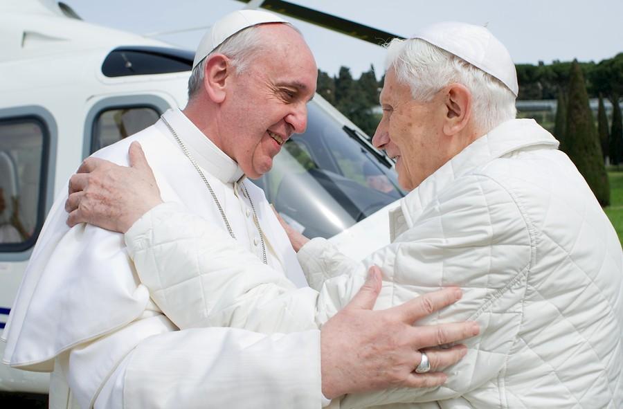 Una Iglesia, dos papas