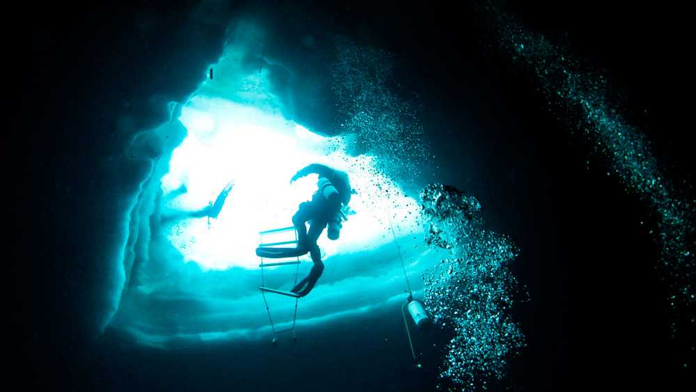 Buceo bajo hielo