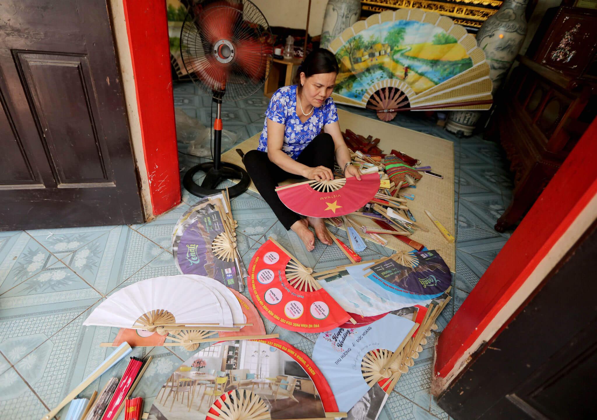 Así se fabrican los famosos abanicos vietnamitas