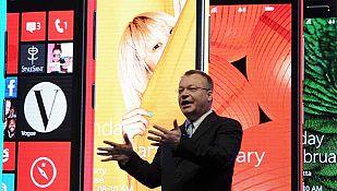El CEO de Nokia, Stephen Elop, durante la conferencia de prensa en el Mobile World Congress 2013 de Barcelona.