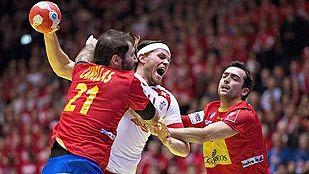 Dinamarca se venga y España cosecha la primera derrota