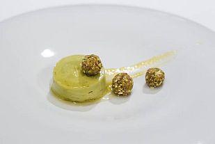 Mousse de aguacate con queso quark, pistachos y miel