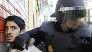 Ver vídeo  '10 detenidos, tres de ellos menores, en una nueva jornada de protestas en Valencia'