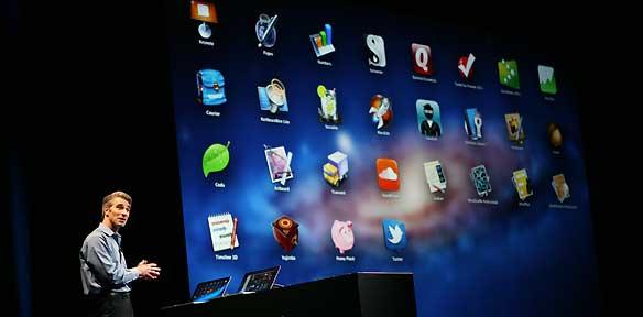 Craig Federighi durante la presentación de Mac OS X Lion