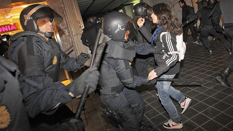 14 detenidos en Valencia, en una nueva jornada de choques entre policías y manifestantes