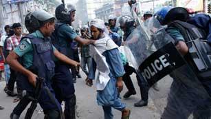 Ver vídeo  '15 muertos y cientos de heridos en las protestas religiosas de Bangladesh'