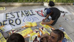 Ver vídeo  'El 15M vuelve a las plazas en su primer aniversario'
