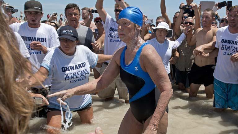 Diana Nyad atraviesa a nado 166 kilómetros, de Cuba a Florida, con 64 años