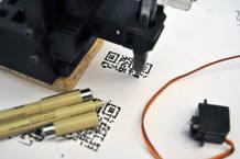 La precisión de Piccolo es sufiente para reproducir Códigos QR, que leídos con un teléfono móvil permiten llegar a páginas de Internet