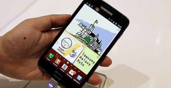 Samsung ha presentado el Galaxy Note, un dispositivo con unas dimensiones a medio camino entre un 'smartphone' y un 'tablet'