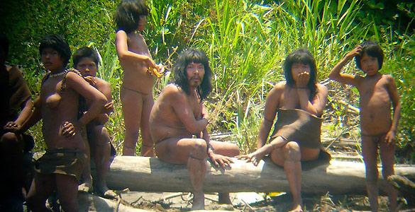 Las fotografías de Diego Cortijo retratan un núcleo familiar de la tribu de los mashco-piro.