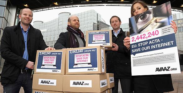 Una organización ha presentado más de 2.400.000 firmas contra el acuerdo ACTA