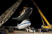 Así se colocó el transbordador Enterprise sobre el Boeing de la NASA