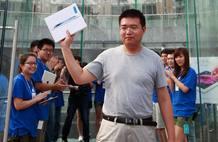 Uno de los primeros clientes en conseguir la nueva tableta de Apple