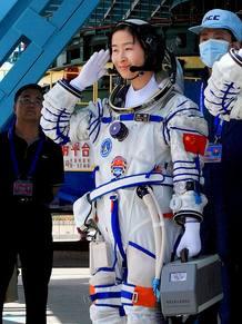 Liu Wang, la primera mujer astronauta china en salir al espacio