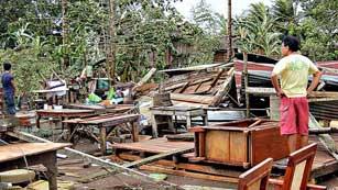 Ver vídeo  '270 muertos y más de 200.000 desplazados por el tifón Pablo en Filipinas'