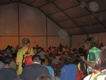 Algunos peregrinos han pasado la noche en las 30 capillas de adoración que hay por todo el aeródromo.
