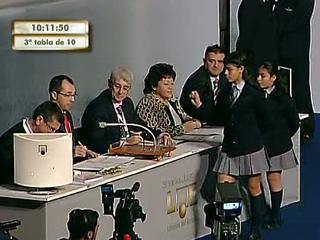 Ver vídeo  'El 3.643, uno de los quintos premios, dotado con 60.000 a la serie, cae en Madrid, Móstoles y Alcalá'