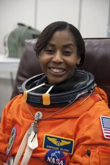 Stephanie Wilson antes de comenzar su misión