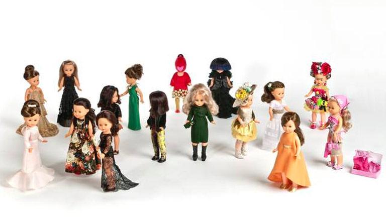 Famosos modistos españoles visten de gala a la muñeca Nancy en su 45 cumpleaños