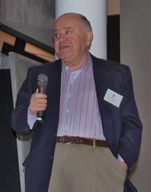 Jack Tramiel durante su discurso en el 25 aniversario del Commodore 64