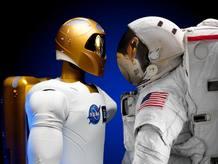 Son los astronautas de un futuro de ciencia ficción, robots creados para ayudar a los humanos en misiones espaciales peligrosas.