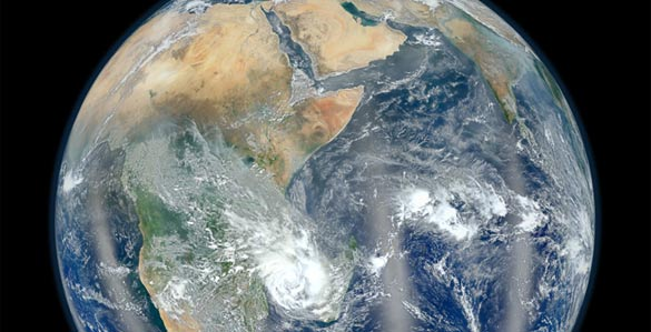 La NASA ha publicado una nueva versión de su popular 'Canica Azul', en esta ocasión con el continente africano y Asia como protagtonistas.