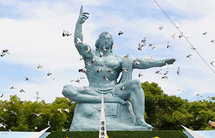 Ver vídeo  '64 años de la bomba atómica de Nagasaki'
