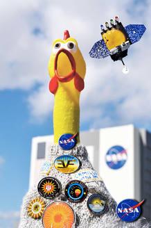 Camila es una gallina de goma que ha subido hasta los 36 kilómetros de altura para recoger datos sobre las tormentas solares.