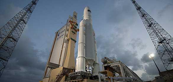 El Ariane 5 en la plataforma de lanzamiento, listo para despegar