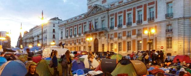 Los acampados debaten hoy el futuro del movimiento 15M