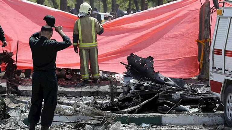 Cuarenta muertos y al menos ocho heridos al caer un avión en Teherán