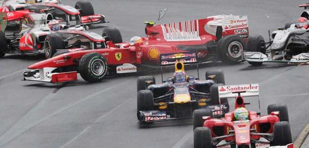 El accidente de Fernando Alonso en la salida del GP de Australia dio al traste con sus aspiraciones de podio.