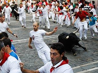 Ver vídeo  'Acelerado y accidentado sexto encierro de San Fermín 2011, de Victoriano del Río'