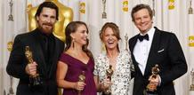 Los actores ganadores del Oscar 2011 posan con sus estatuillas