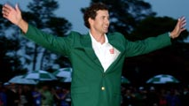 Ir al Video Adam Scott luce su Chaqueta Verde