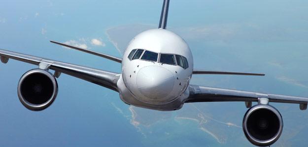 Las aerolíneas ganarán 3,5 veces más de lo esperado en 2010 pero la IATA se muestra cauta