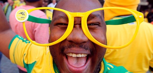 Este aficionado sudafricano se ha equipado para no perder detalle del Mundial.