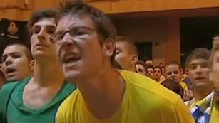 Ver vídeo  'Aficionados del Villarreal increpan a los jugadores'