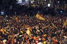 AFICIONADOS ESPAÑOLES CELEBRAN LA VICTORIA EN LA EUROCOPA 2012