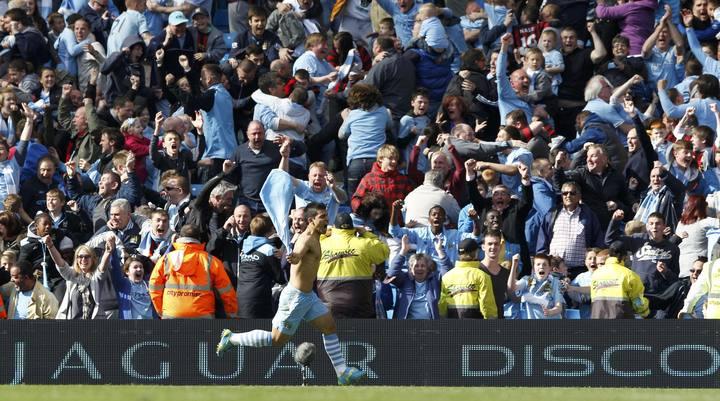 Agüero celebra el gol que le da la victoria en la Premier al City.