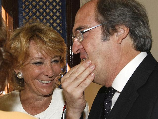 Aguirre, entre risas, pide a Gabilondo en persona que dimita