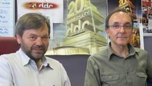Alberto Bermejo (Izda) y Gerardo Sánchez (Dcha), autores del documental '24 horas con Querejeta', de TVE