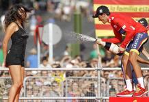 Alberto contador celebra su victoria en la Vuelta a España 2012