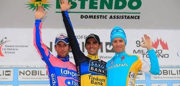 Alberto Contador en el podio de la Milán- Turín