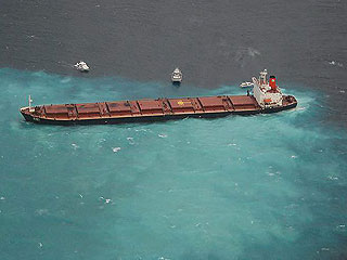 Ver v?deo  'Alerta en Australia por el vertido de petróleo de un barco encallado cerca de los corales'