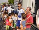 Niños junto a Alessandro Pettacchi