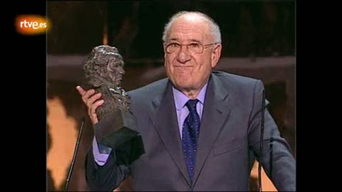 Ver vídeo  'Alfredo Landa se queda sin palabras al recibir el Goya de Honor en 2008'