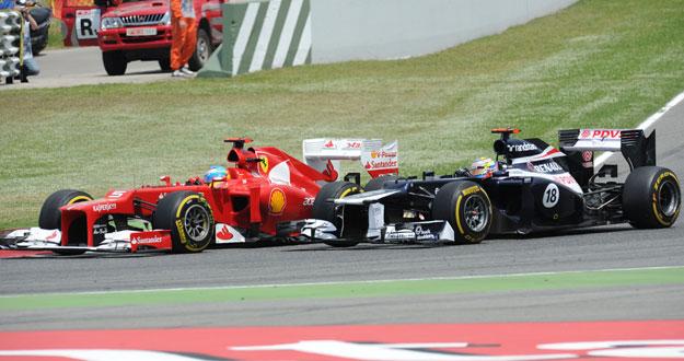 Alonso adelanta a Maldonado en el GP de España.