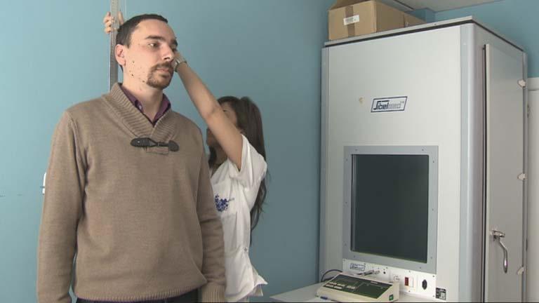 Los españoles son hoy 12 centímetros más altos que hace un siglo según un estudio